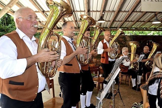 Musik und Unterhaltung auf lauschigem Festplatz