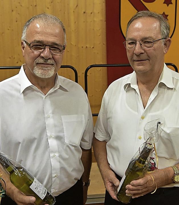 Robert Gerber und Walter Kern wurden f...g und 33 Jahre Vorstandsarbeit geehrt.  | Foto: Benedikt Sommer