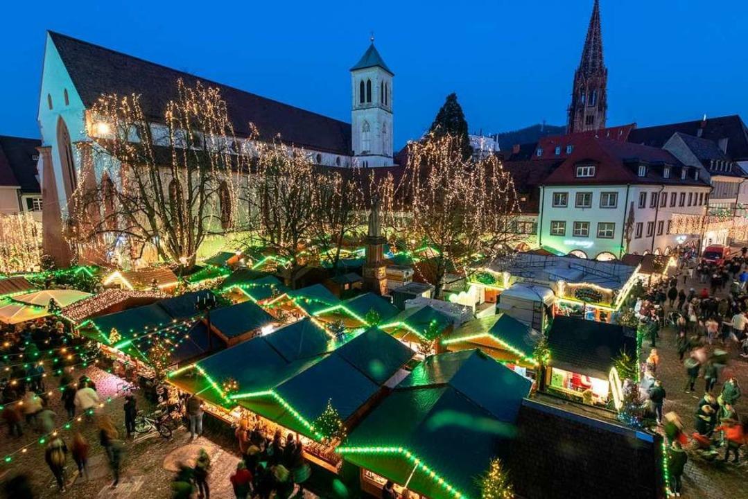 Durch die geplante Erweiterung soll de... auf dem Rathausplatz luftiger werden.  | Foto: Patrick Seeger