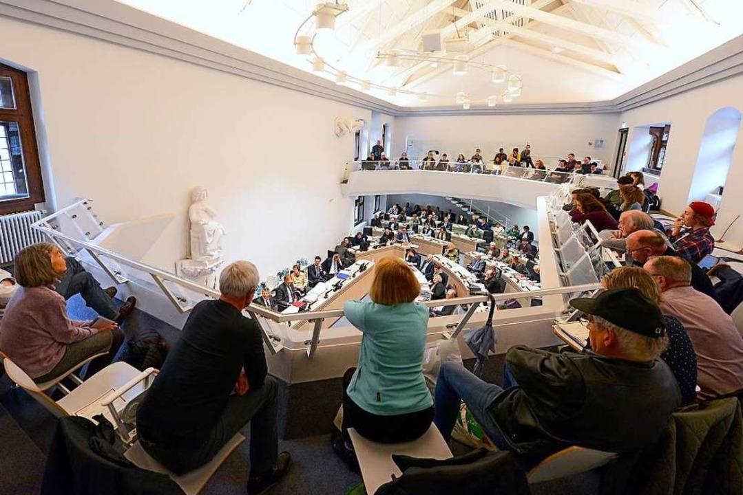 Nach der Kommunalwahl scheiden 22 Stadträte aus dem Freiburger Gemeinderat aus.  | Foto: Ingo Schneider