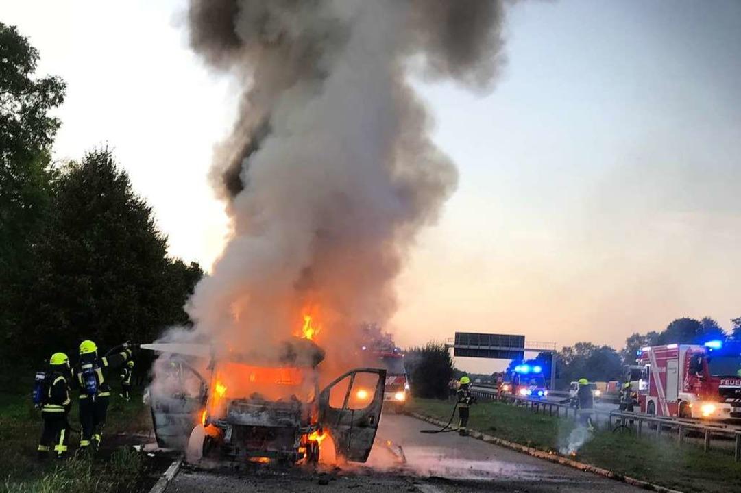 Die Polizei hat die Ermittlungen zum F...en, am Fahrzeug entstand Totalschaden.  | Foto: Andreas Grozinger