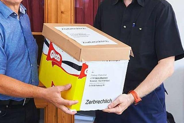Unbekannter stellt Kiste mit kolonialen Schädeln bei Freiburger Infozentrum ab