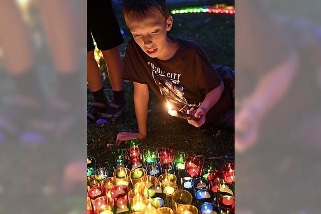 Glanzlichter am Festhimmel: Tausende Kerzen erhellen die Parks