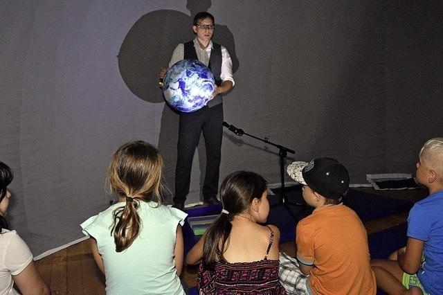 Ein Planetarium im Dorf am Himmel