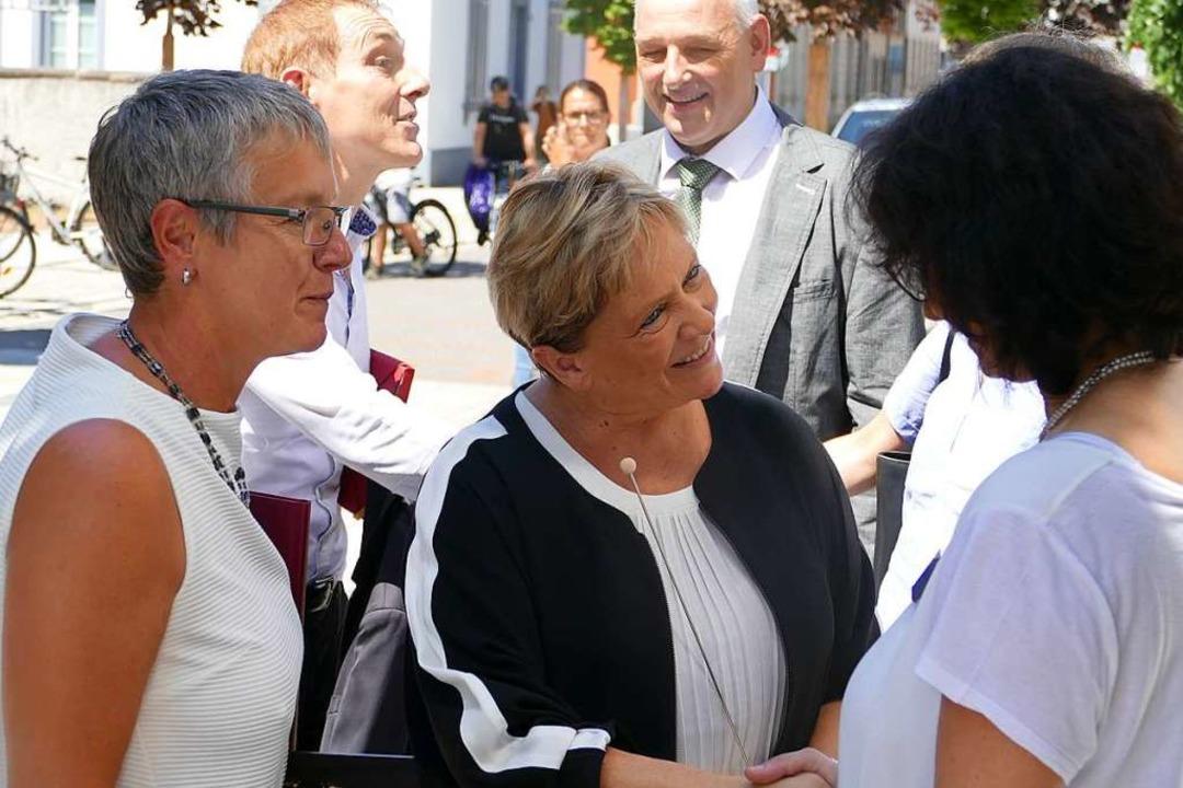 Kultusministerin Susanne Eisenmann bei...h auf dem Campus Rosenfels in Lörrach.  | Foto: Lukas Müller
