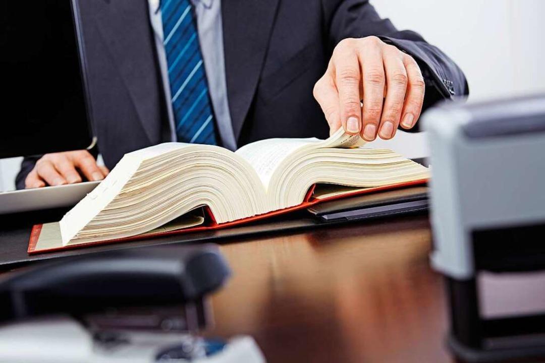 Unentbehrlich vor Gericht:  Verteidiger    Foto: Ingo Bartussek