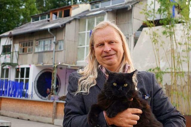 Der Weiler Künstler Volker Scheurer wirft der Stadtverwaltung