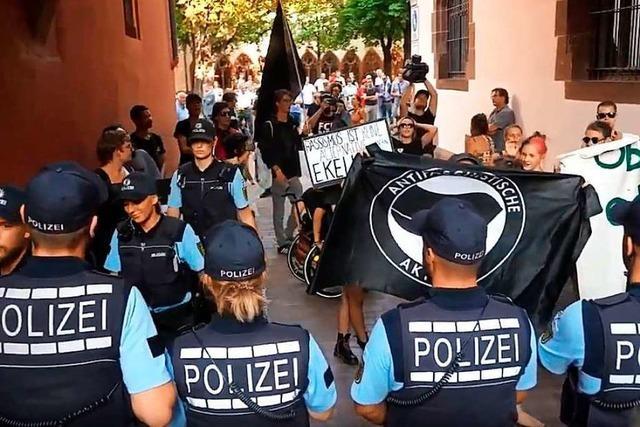Video: Protest gegen den Einzug der AfD in Freiburgs Gemeinderat