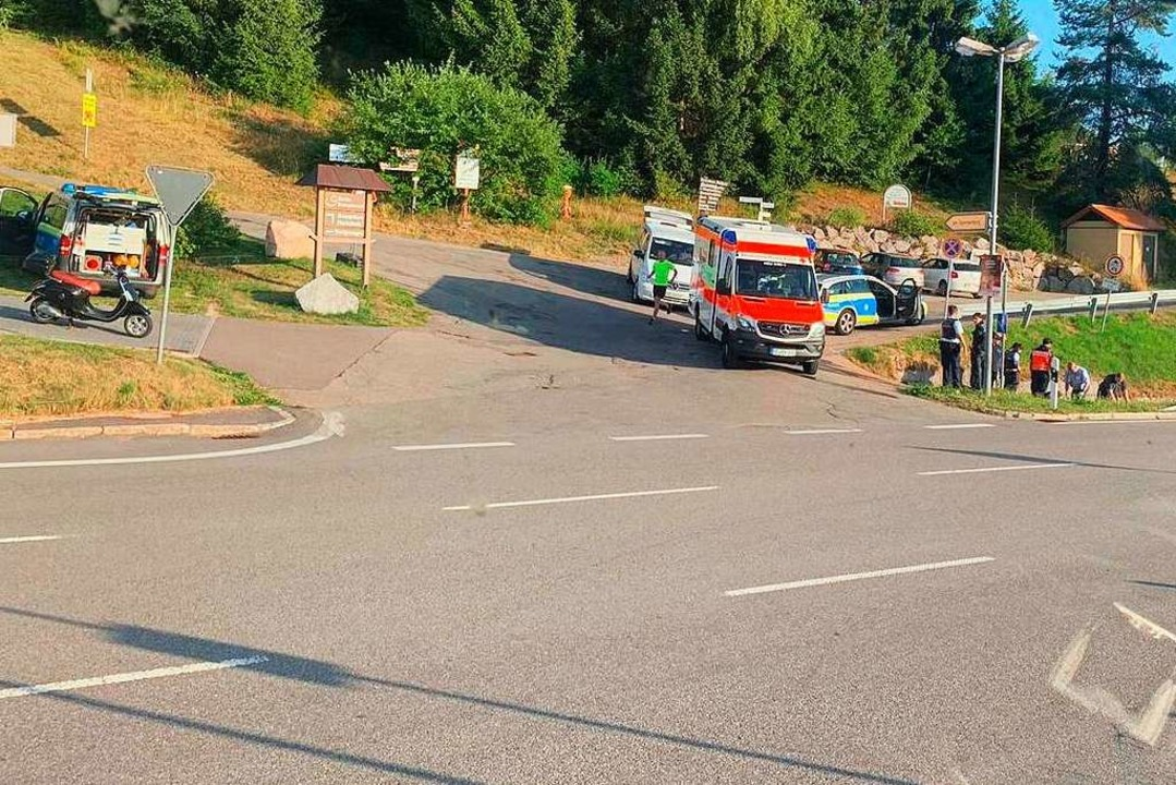 Jede medizinische Hilfe kam für den gestürzten Motorrollerfahrer zu spät.    Foto: Kamera24