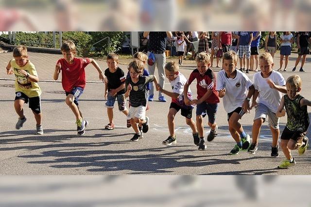 Rund 50 Kinder laufen ums Leuserütte-Baugebiet