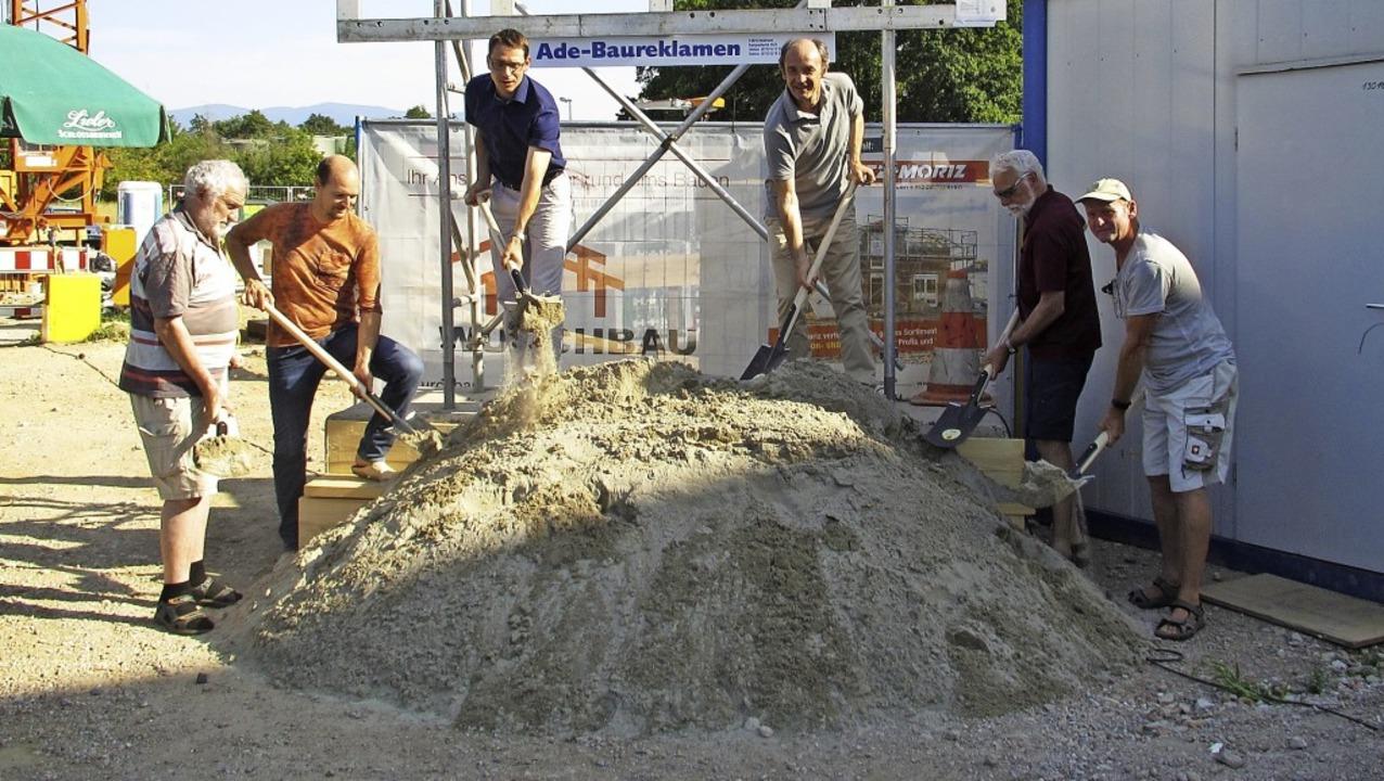 Spatenstich in Hugstetten: Dort entste...ienwohnhaus  für geflüchtete Menschen.    Foto: Mario Schöneberg