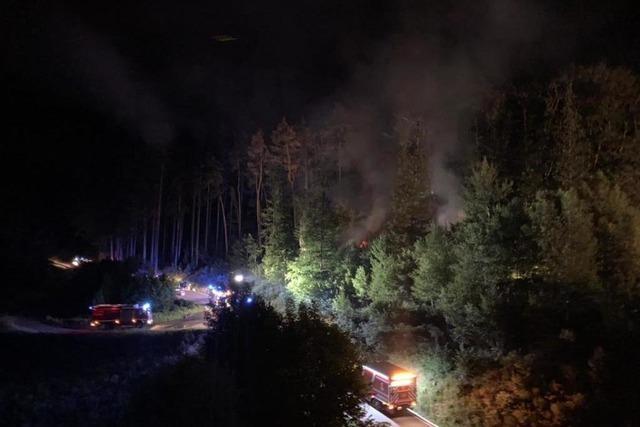 Zwischen Murg und Harpolingen brennt in der Nacht ein Waldstück