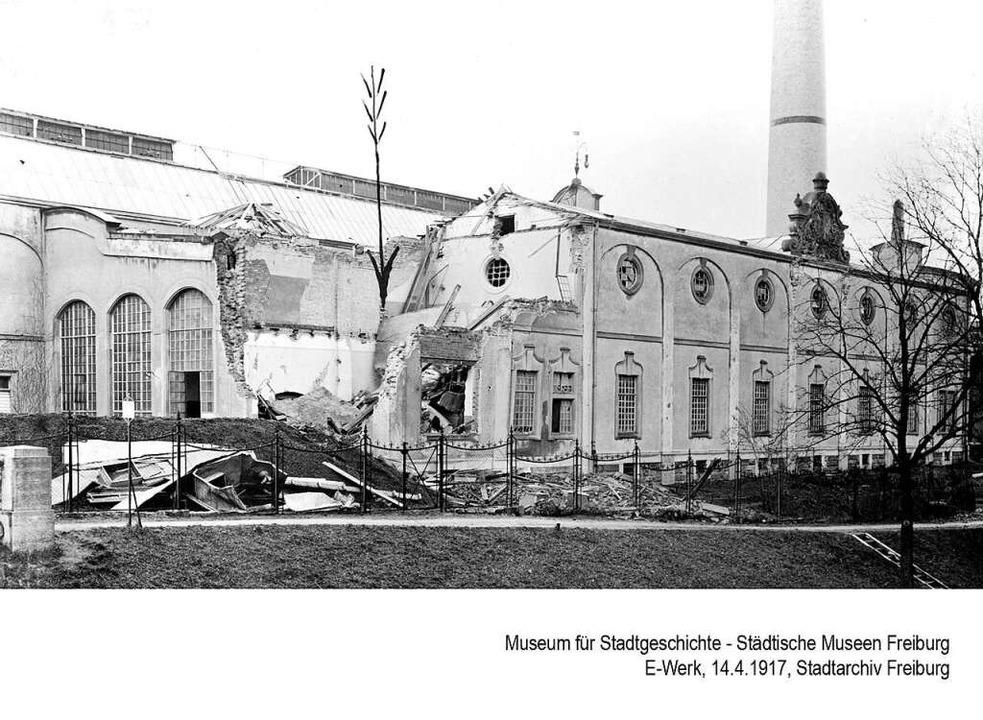 Zerstörungen nach  Fliegerangriffen im...zerbombtes Wohnhaus in der Rosastraße.    Foto: Museum für Stadtgeschichte