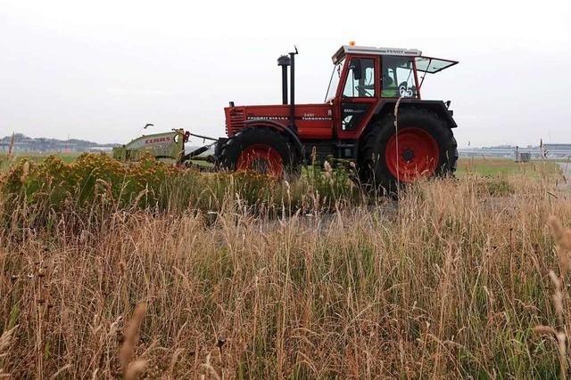 Traktor hängt in der Luft