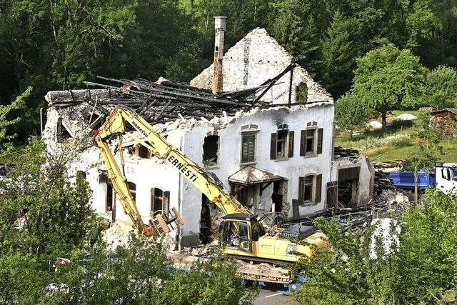 Brandruine wird abgerissen