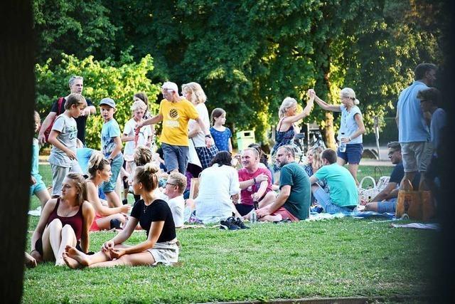 Rund um die Stimmen-Konzerte im Rosenfelspark herrschte geradezu urbane Stimmung