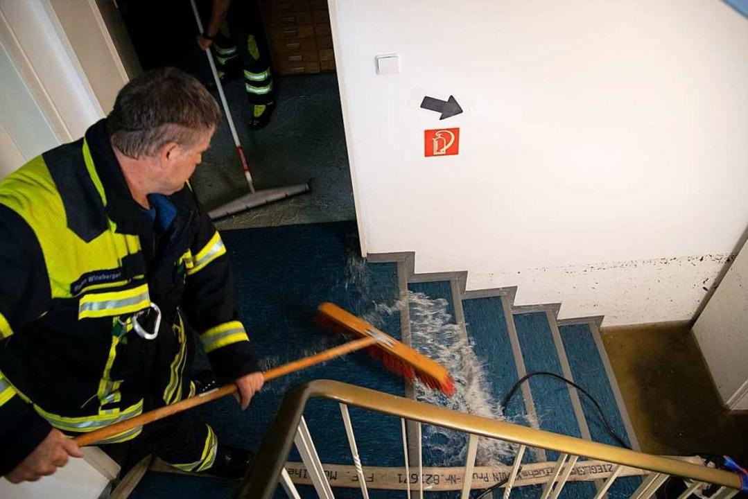 Zu rund 200 Unwettereinsätzen mussten ...aus einem Einsatz in der Werderstraße.  | Foto: Volker Münch