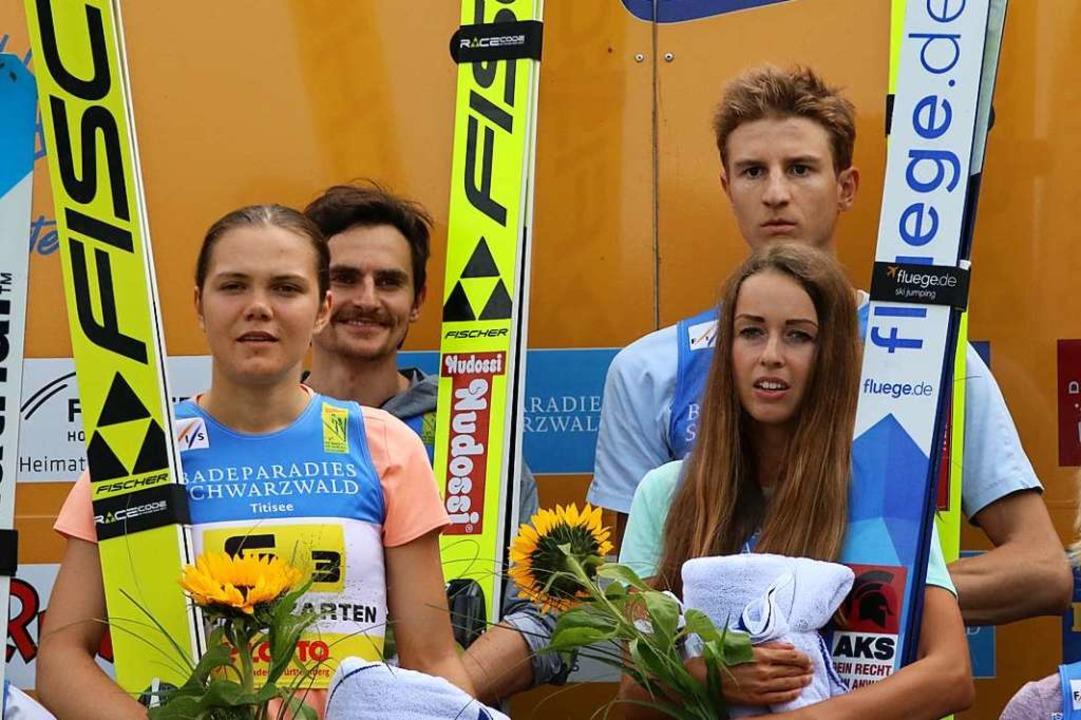 Das deutsche Mixed Team (von links): A...tag, Juliane Seyfarth und Karl Geiger.  | Foto: Joachim Hahne