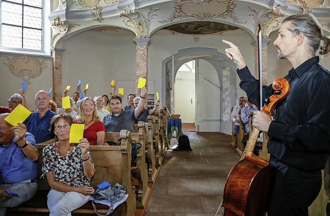 Abstimmen mit gelben Karten: Das Ensem..., spannendes Format einfallen lassen.   | Foto: Sandra Decoux-Kone