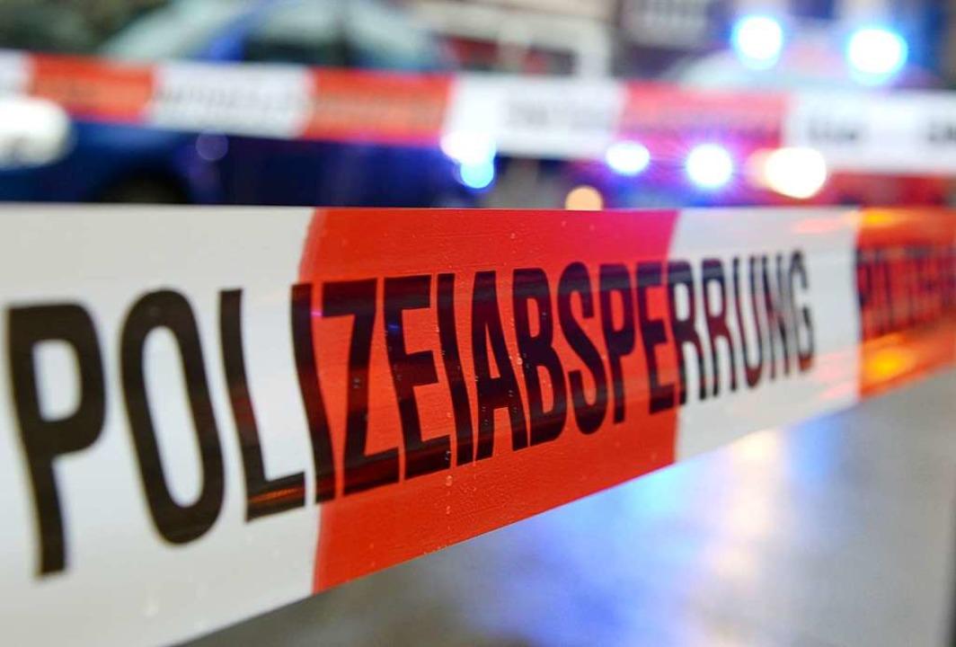Die Polizei ermittelt noch die Ursache...m Wochenende ein Mensch ums Leben kam.  | Foto: Patrick Seeger (dpa)