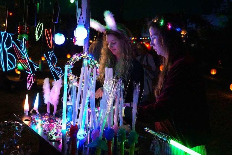 Schöne Stimmung und entspannte Atmosphäre beim Lichterfest im Kurpark Bad Bellingen. (Foto: Silke Hartenstein)
