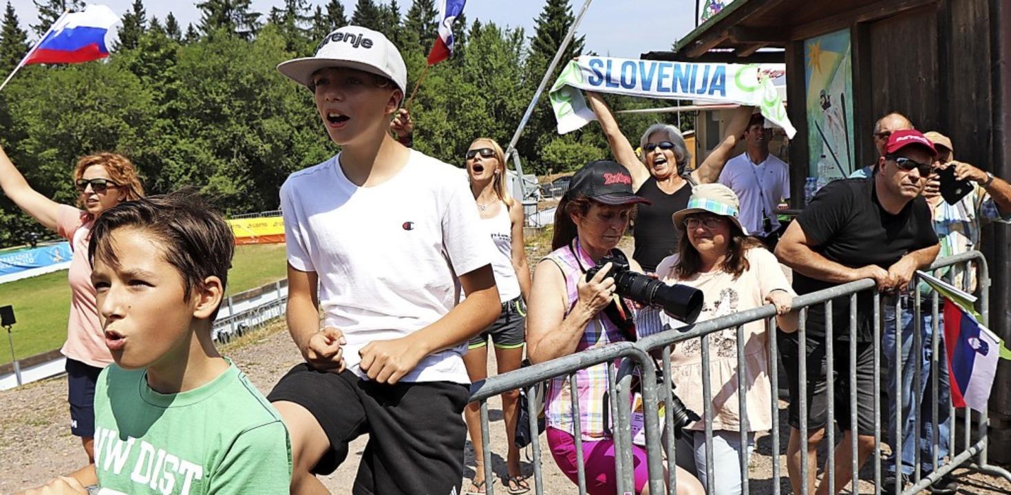 Die slowenischen Fans hatten beim FIS-Youth-Cup Grund zum Jubeln.   | Foto: Maurer