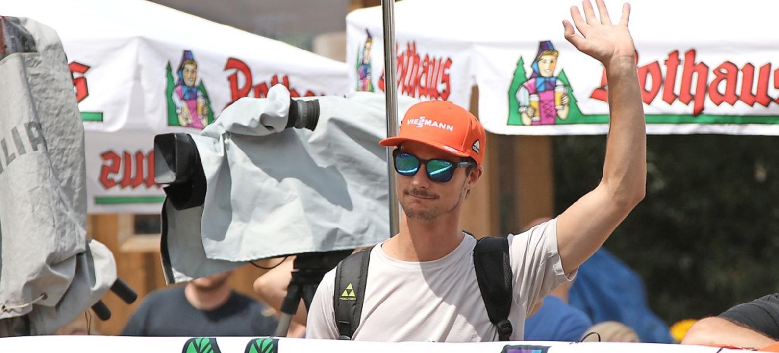 Ein letzter Gruß als Aktiver an die Fa... bei Sommer-Grand-Prix in Hinterzarten  | Foto: Joachim Hahne