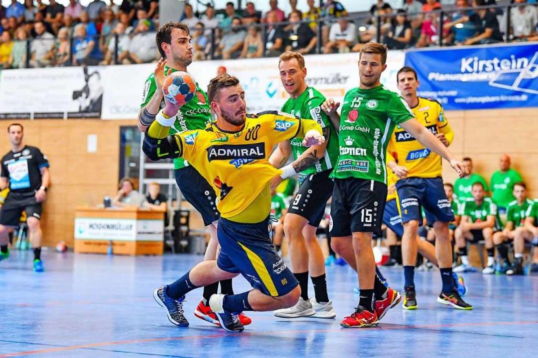 Prominenz setzt sich durch: Jannik Kohlbacher trifft vom Kreis.  | Foto: AS Sportfoto/ Binder