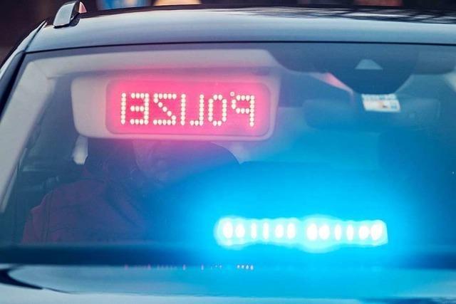 Mann flüchtet vor der Polizei, weil er keinen Führerschein mehr hat