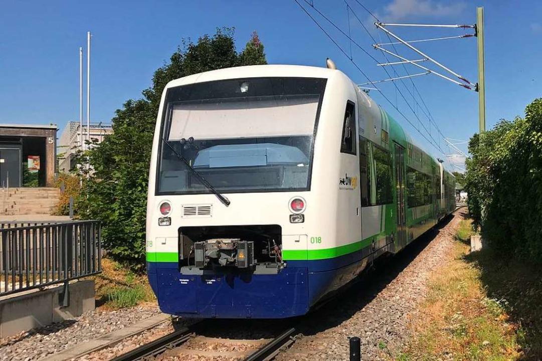 Ein erster Zug fuhr wieder von Münster...30 Uhr in den Bahnhof Staufen-Süd ein.  | Foto: Hans-Peter Müller