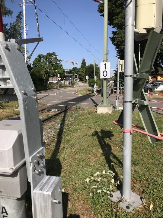 Der Bahnübergang am Krichelnweg in Sta...g aus Münstertal erfasst  worden sein.  | Foto: Hans-Peter Müller