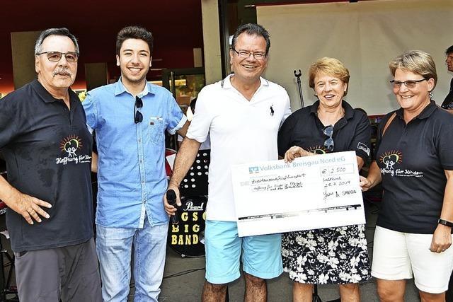 Gymnasium spendet 2500 Euro für Familien