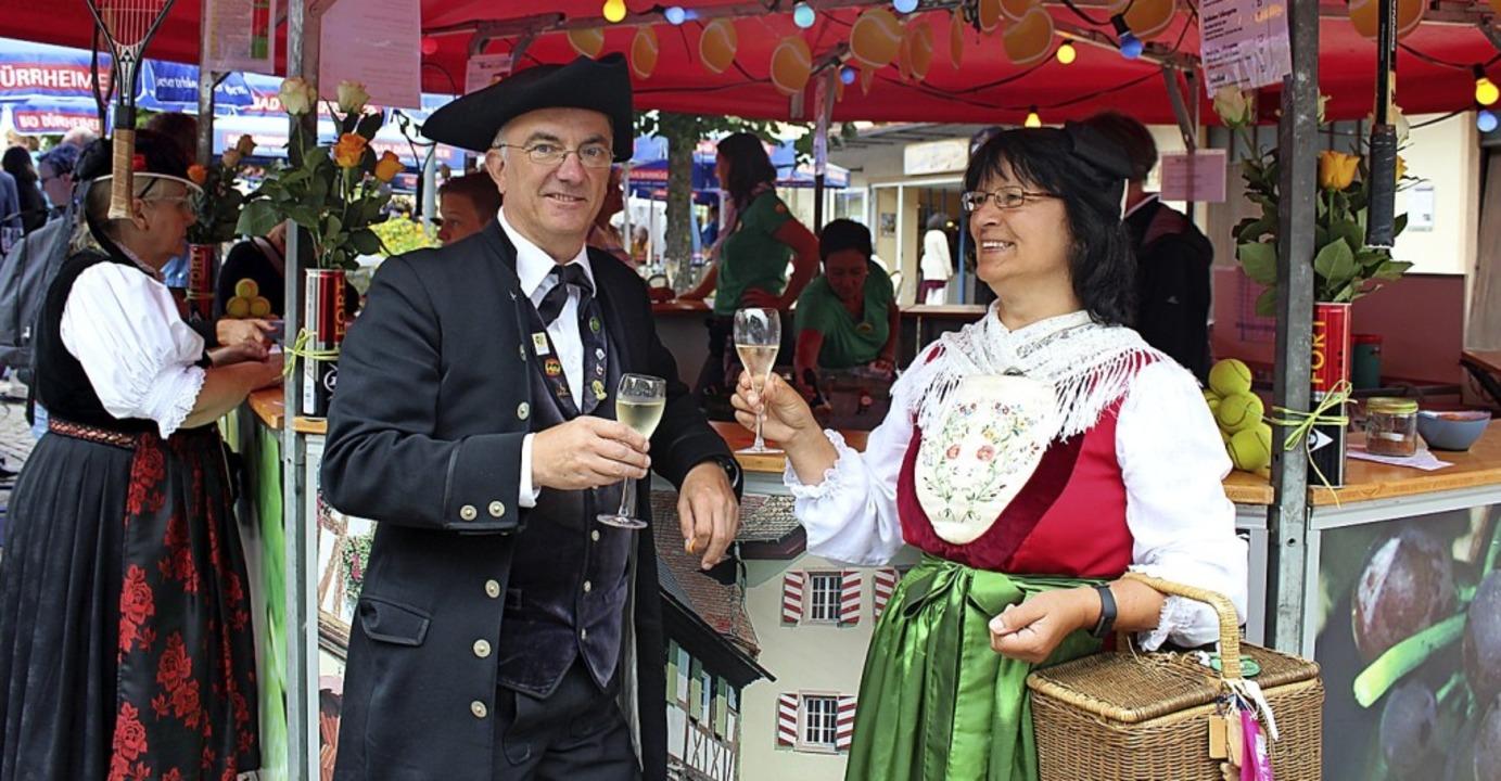 Auf der Festmeile: Thomas und Nortraud... schmeckt auch der Kaiserstühler Wein.  | Foto: Christa Maier