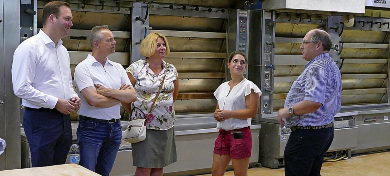 Besuch in der Backstube (von links): A...tverband, Carolin und Thomas Schuble.   | Foto: Tanja Bury
