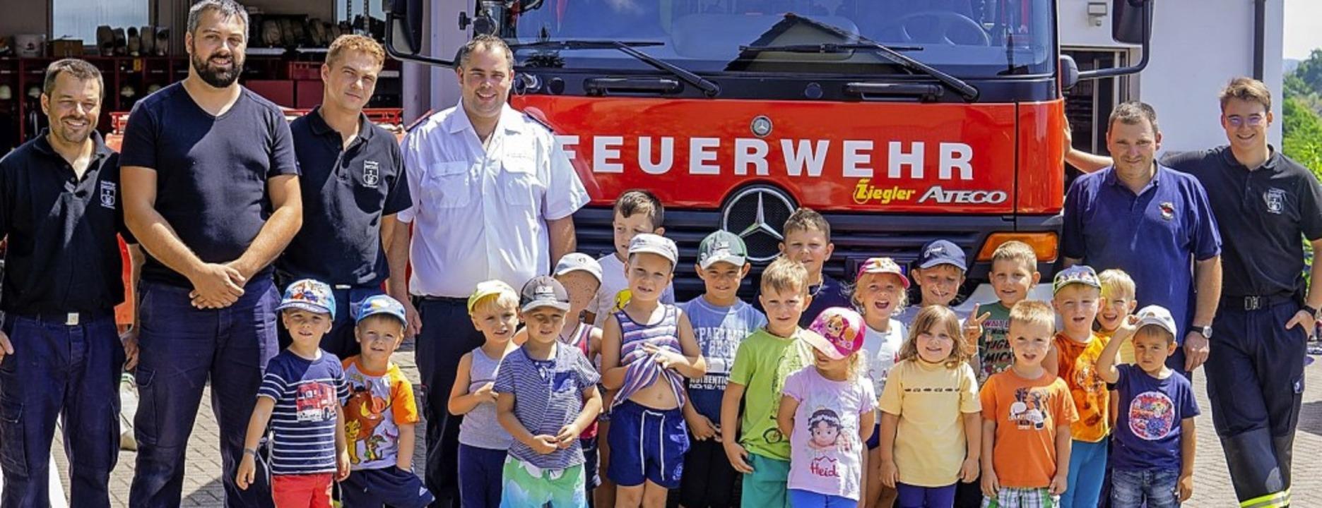 <BZ-FotoAnlauf>Huttinger Kinder </BZ-F...en und lernten bei der Feuerwehr viel.  | Foto: Barbara Schnell