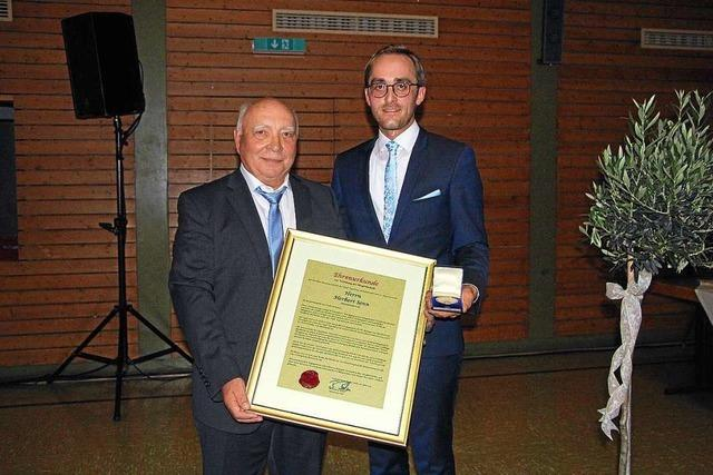 Große Abschiedsfeier für Burkheimer Ortsvorsteher Herbert Senn