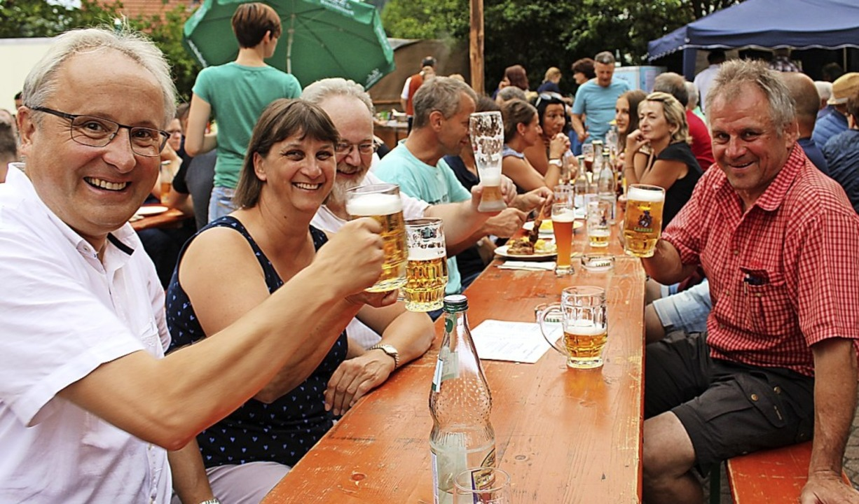 Bürgermeister Peter Palme (links) sowi...r Eichin fanden sich unter den Gästen.  | Foto: Martin Klabund
