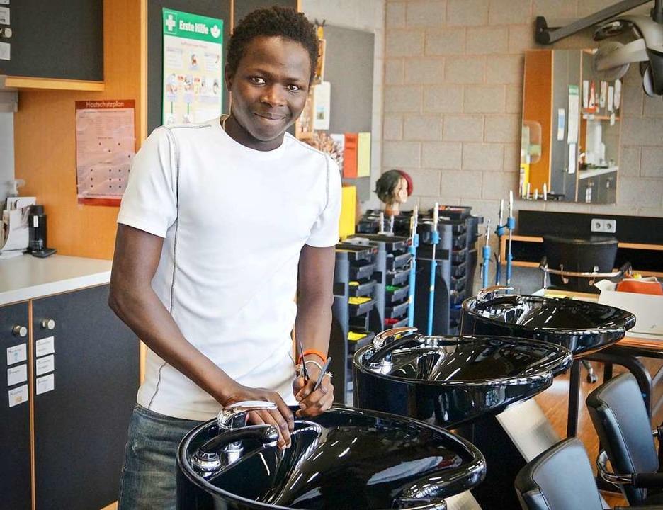 Baba Sawo  im Frisörsalon    Foto: Christine Storck