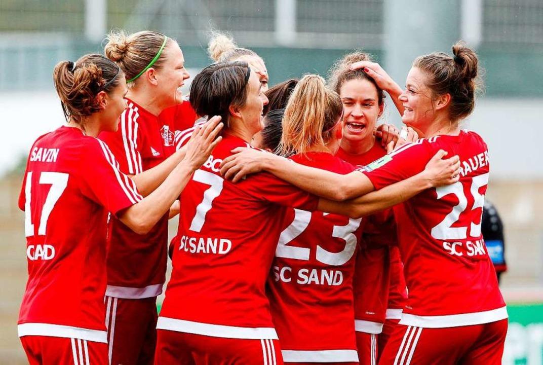 Einer der großen Momente des SC Sand: ...st im Finale mit 1:2 am VfL Wolfsburg.    Foto: Roland Weihrauch