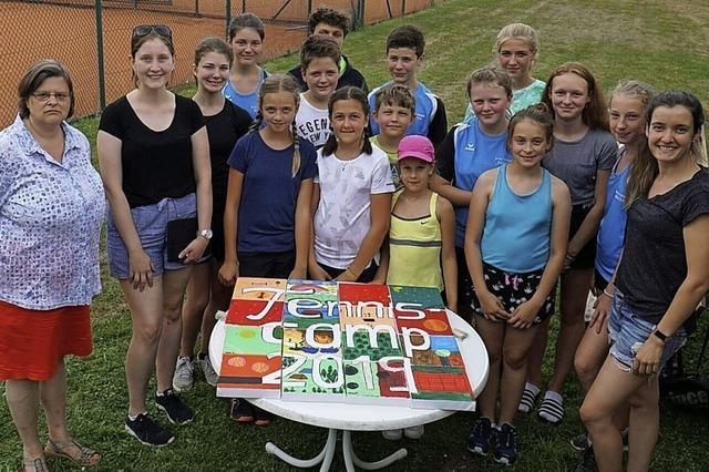 Spiel, Sport und Spaß auf dem Tennisplatz