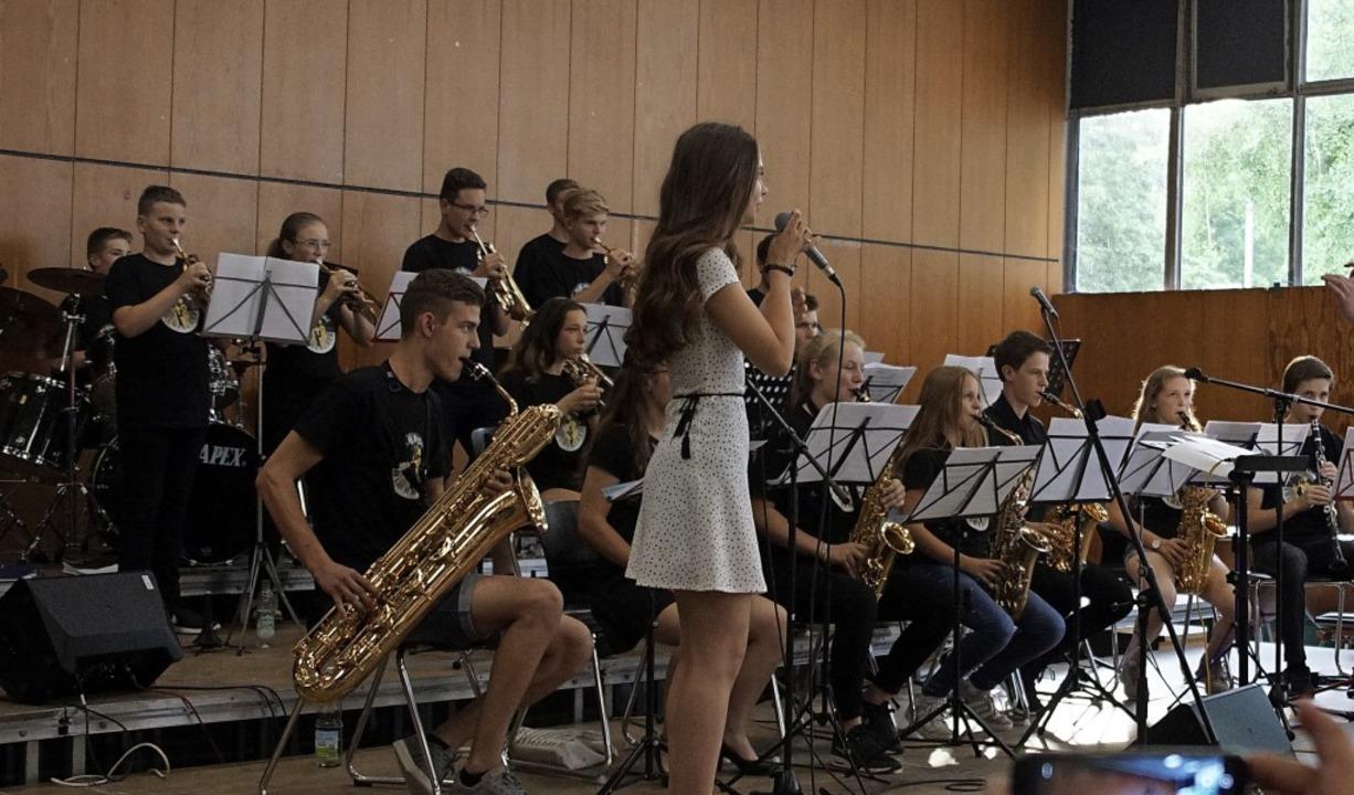 Lea Schönberger beeindruckte mit ihrer...r beim Auftritt mit der MSG-Big Band.     Foto: Susanne Bremer