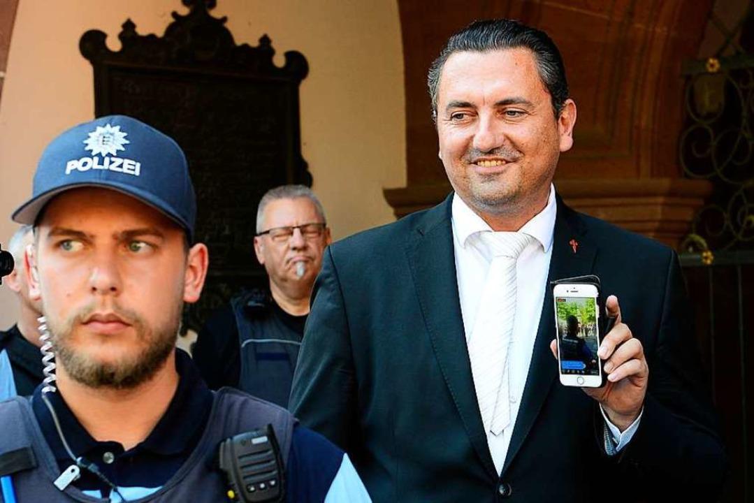 Dubravko Mandic (rechts) am Tag der ersten Gemeinderatssitzung  | Foto: Ingo Schneider