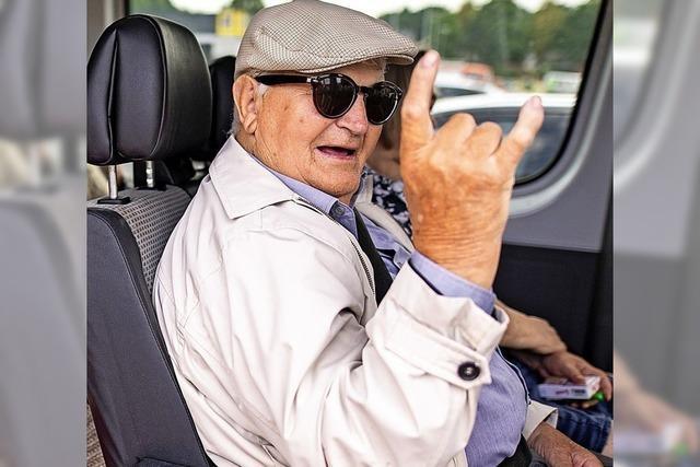 Pommesgabel im Seniorenbus