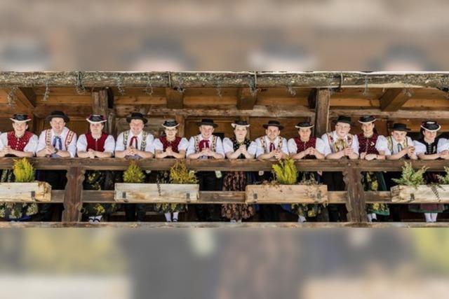 Trachtengruppe St. Peter lädt Einheimische und Gäste zum sommerlichen Heimatabend in den Klosterhof