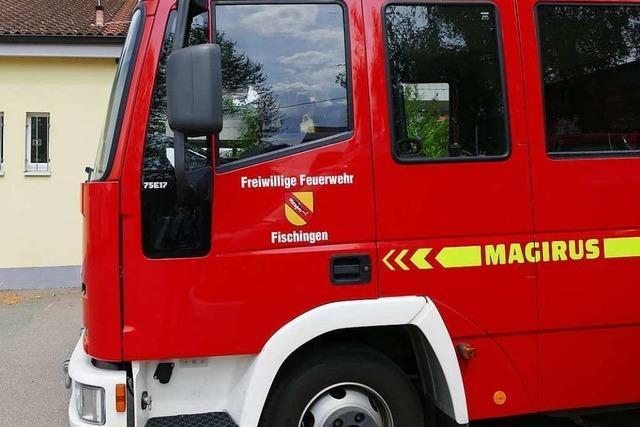 Fischingen: Auto einer englischen Familie gerät bei Fünfschilling in Brand