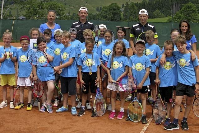 Kleine Tennis-Asse wetteifern bei Turnier