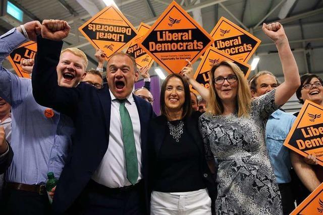 Premier Johnsons Mehrheit im Parlament schmilzt nach Nachwahlen auf eine Stimme