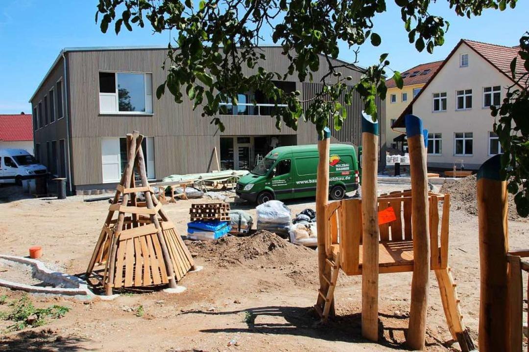 Noch gibt es hier viel zu tun: die Bau...tenneubaus und des neuen Spielplatzes.  | Foto: Mario Schöneberg