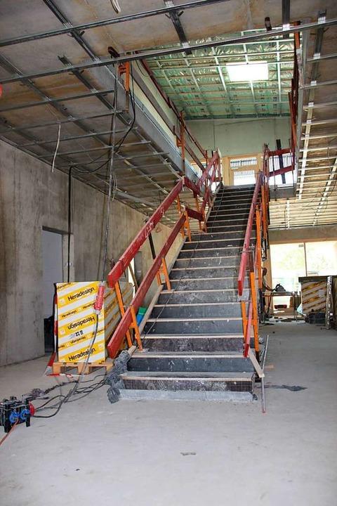 Blick ins Innere des Gebäudes: die zentrale  Treppe in der Aula  | Foto: Mario Schöneberg