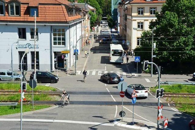 Fußgänger wird auf Zebrastreifen in Lörrach angefahren